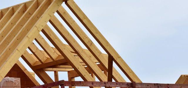 Comment assurer l'isolation optimale d'une toiture inclinée ?